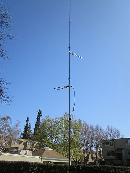 MFJ tripod and extension for antenna cluster